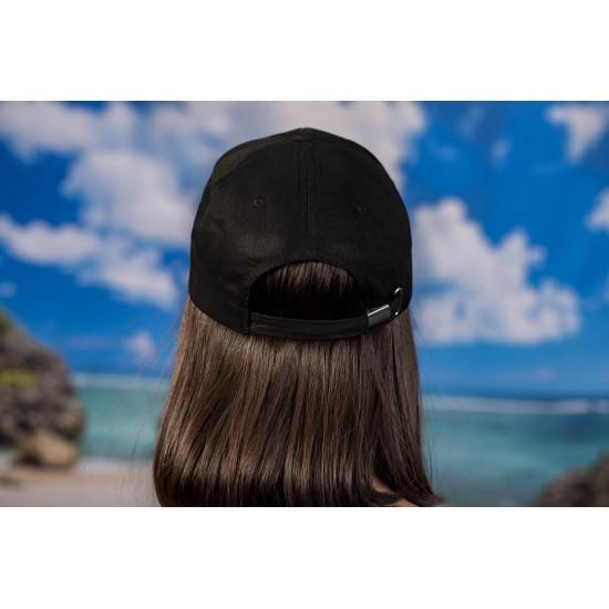 Дамска шапка с козирка изчистена в черно