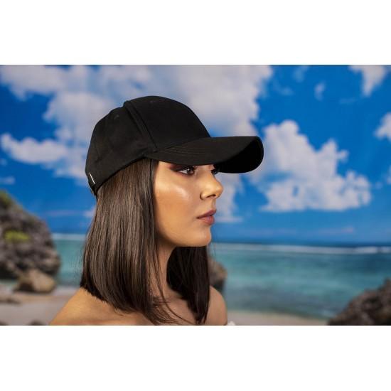 Изчистена дамска шапка с козирка в черно