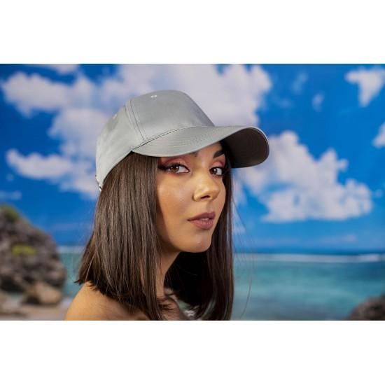 Дамска шапка с козирка в сиво