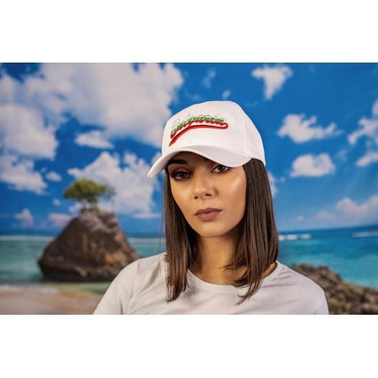 Бяла шапка с надпис България