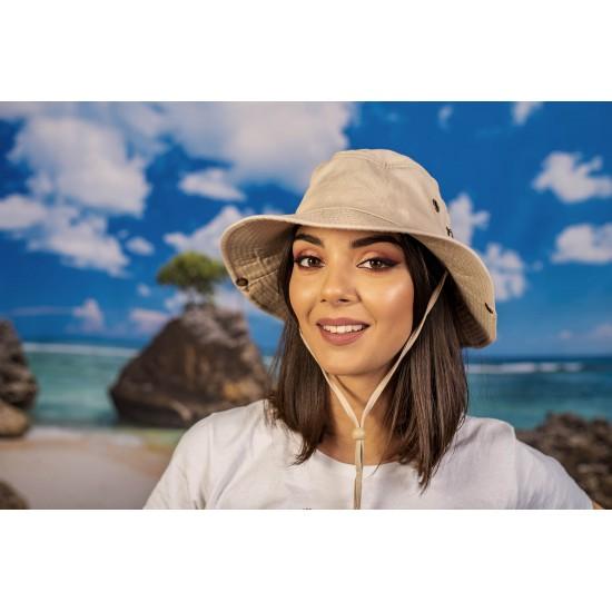 Туристическа шапка с връзки в бежово