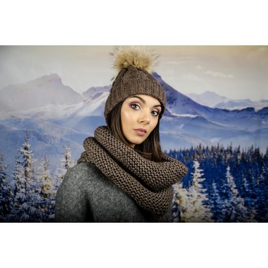 Дамски кафяв зимен шал тип яка