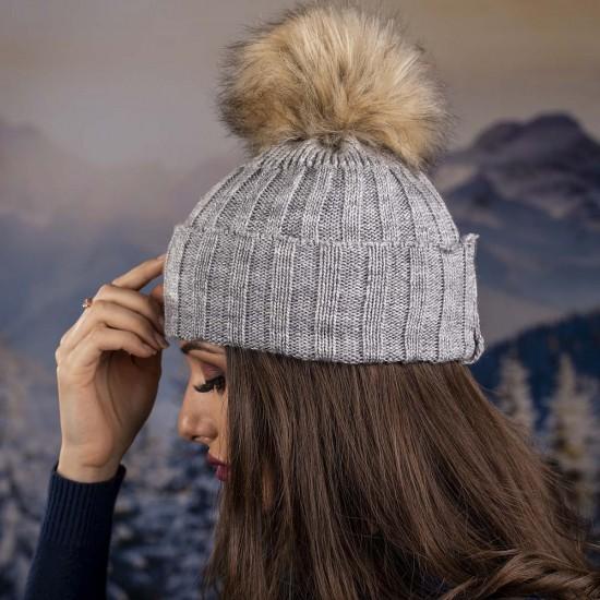 Дамска сива зимна плетена шапка