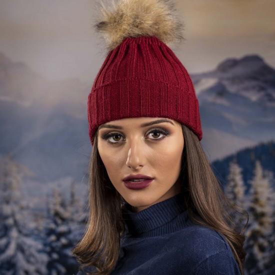 Дамска плетена зимна шапка цвят бордо