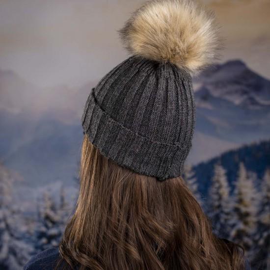 Дамска плетена зимна шапка цвят графит