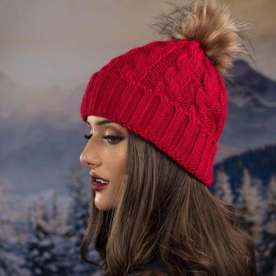 Дамска зимна шапка червена