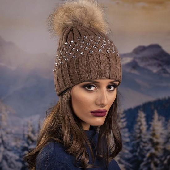 Кафява дамска зимна шапка с камъчета