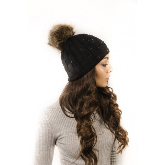 Плетена дамска зимна шапка черна с камъчета