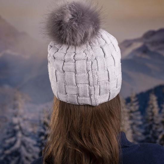 Плетена дамска зимна шапка сива с камъчета