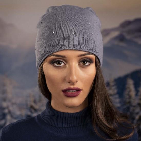 Дамска зимна шапка с пискюл