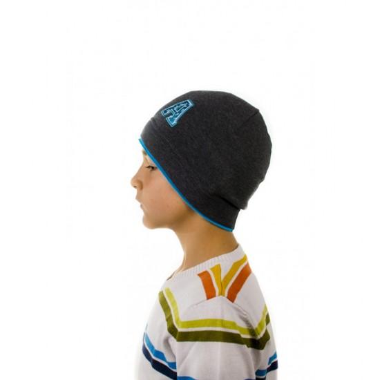 Детска шапка със син кант за момчета
