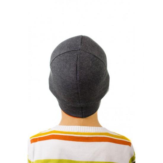 Детска шапка с оранжев кант за момчета