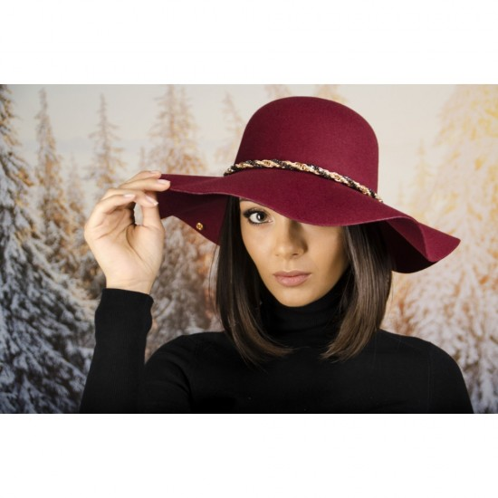Зимна дамска филцова шапка в бордо