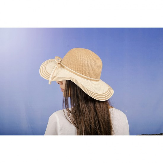 Дамска лятна шапка в бежово с панделка отпред